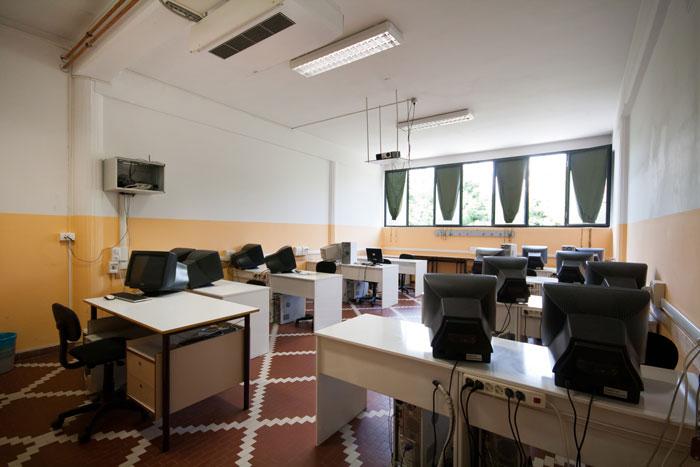 Istituto Leonardo da Vinci - Aula computer